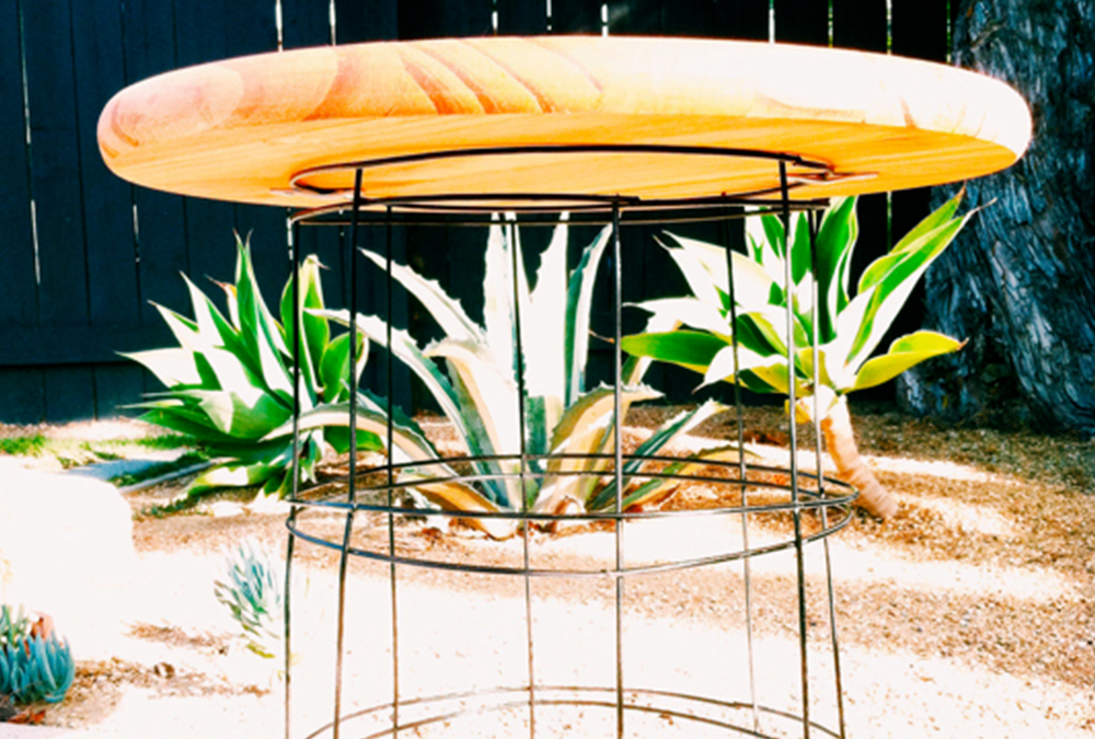 DIY patio table made of tomato cage